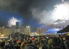 Santarcangelo d/R.Piazza Ganganelli stracolma per festeggiare il Capodanno in un km quadrato.