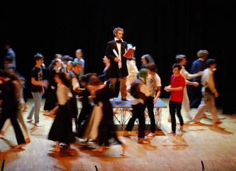 Cesena. Teatro al 'Bonci'. Il liceo 'Fermi' di Padova  apre il Festival con una rilettura de ' I promessi sposi'.