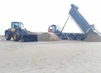 Ravenna. Dopo i lavori a nord del porto canale, ripresi i lavori di  ripascimento nel paraggio a sud.