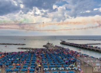 Bellaria Igea Marina. Prove di sabato e  Air show di domenica: il lungomare Pinzon ( in parte) chiuso al traffico.