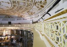 Rimini. Teatro Galli: via i ponteggi esterni, ora si passa alle decorazioni. Con il lavaggio della facciata.