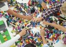 Cattolica. Lego tour. Con i magici mattoncini che permettono di giocare anche con i terribili T.Rex.