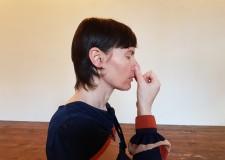 Forlì. Una occasione di formazione artistica. Ricerca corporea, uso della voce, yoga e anche marionette.