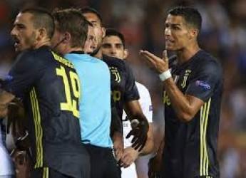Non solo sport. Champions, qui c'è qualcuno che bara ? L'infelice espulsione di Ronaldo, scioccante !