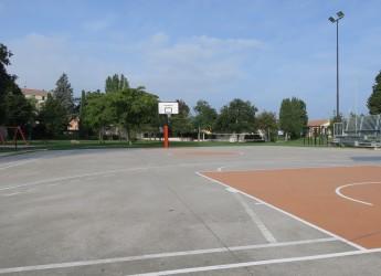 Santarcangelo d/R. Parco Francolini: alberi e illuminazione, attrezzature sportive e area  per cani.