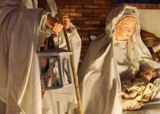 Cesenatico. Su il velario per il 'Presepe in strada'. Opera unica, con statue a grandezza naturale.