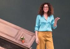 Cattolica. La terra gira con Teresa Mannino. Alla 'Regina' l'ultimo  spettacolo della comica siciliana.