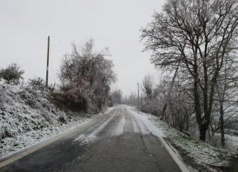 Riminese. Maltempo: con la prima neve in collina è entrato in azione il Piano antineve comunale.