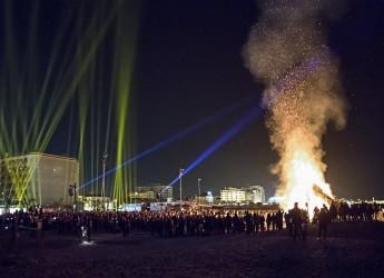 Riccione. 'Light my fire'. Uno show di musica, fuoco e luci ha acceso l'anno dello sport. Al piazzale Roma.