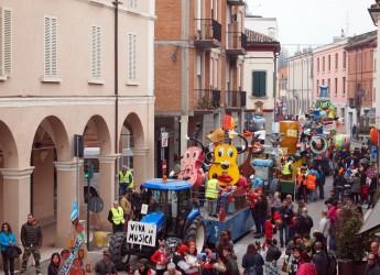Fusignano. Pronti via con il Carnevale dei ragazzi. Bei carri, gruppi mascherati e tanta musica.
