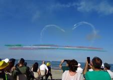 Punta Marina Terme. In oltre 200 mila incantati dallo spettacolo unico delle Frecce tricolori.
