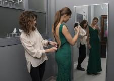 Milano. Il fenomeno arriva dall'America. Ma noleggiare abiti permette anche di essere più felici.