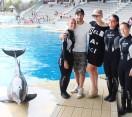 Riccione. Marco Bocci e Laura Chiatti 'incantati' dai delfini di Oltremare. Relax e anniversario in Riviera.