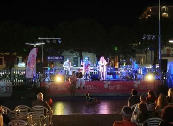 Bellaria Igea Marina. Anteprima della Notte rosa conclusa con un successo. Grande folla a piazzale Perugia.