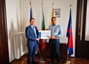 Ravenna. Si potenzia la rete wifi. Al sindaco Michele de Pascale un voucher da 15 mila euro.