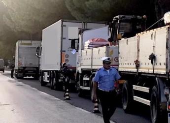 Ravenna. Controllo transito mezzi pesanti in zone vietate:  sanzionati 13 conducenti su 16 controllati.