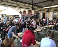 Santarcangelo d/R. Piazze e strade ricolme per la Fiera di San Martino. Sfiorate le 100 mila presenze.