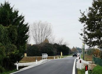 Rubicone. Completati i lavori di rifacimento del ponte Rio Salbelle. Ampliata anche la sede stradale.
