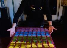 Faenza. dall'artista Galeotti un'onda di sardine in ceramica, che formano i colori dell'arcobaleno.