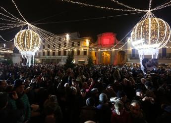 Rimini. S'accende il Natale e illumina il 'cuore' della Città. Con un lungo e vivace Capodanno dedicato a Fellini.