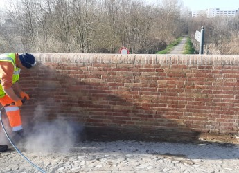 Forlì. Luoghi violati dall'inciviltà di vandali senza scrupoli. Ripuliti muri, facciate e ponti.