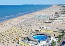 Rimini. Nuova spiaggia. Dilatati spazi e tempi di utilizzo. Servizi aperti fino alle 22. E anche cene in spiaggia.