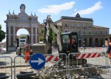 Santarcangelo d/R. Lavori: in piazza Balacchi, sondaggi; in piazza Ganganelli, nuovo selciato.