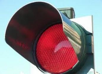 Cesena. Nuovi sistemi di rilevamento ai semafori. In certe ore, sono troppi e pericolosi i passaggi con il 'rosso'.
