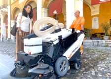 Cesena. Nuova spazzatrice elettrica per il centro storico. Sarà operativa tutti i giorni della settimana.