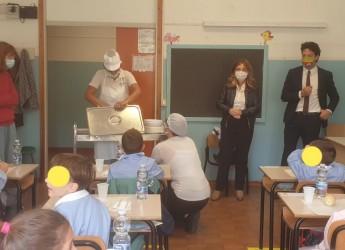 Rimini. Avviato il nuovo servizio mensa nelle scuole elementari. Oltre 2000 pasti, in piatti di porcellana.