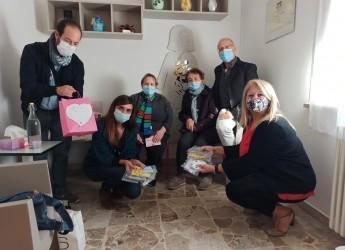 Ravenna. Le mascherine 'giallo solidale' donate a Linea rosa. Realizzate da un gruppo di ragazzi.