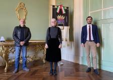 Cesena. il Leone d'argento alla drammaturga e coreografa Claudia Castellucci. Il Sindaco si congratula.