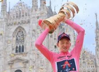 Non solo sport. Giro dei Giri stop. Applausi alla Rcs. Rosa a Hindley. Giù il cappello: passa Pippo!