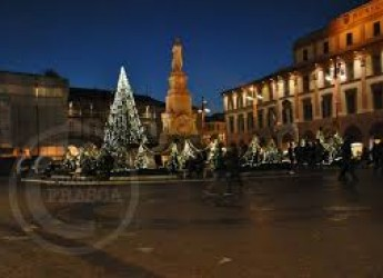 Forlì. Il Natale abbraccia l'emergenza anti Covid. Luminarie e risorse per le attività e le famiglie in difficoltà.