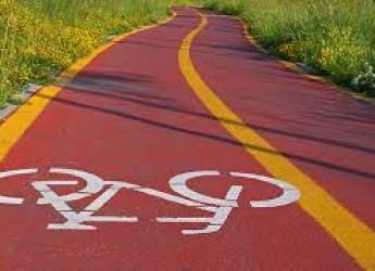 """Rimini. 'Fila in bici"""": nuova ciclabile in via Roma. Buoni mobilità per testare i servizi della Velostazione."""