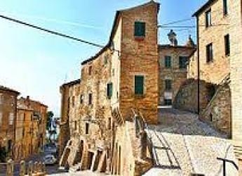 Italia. I nostri tesori: l' Antiquarium di Carassai; il borgo di Morrovalle e il museo 'Padre Pio da Pietrelcina'.