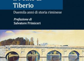 Rimini. Nelle librerie 'Il ponte di Tiberio. Duemila anni di storia riminese' dello storico Antonio Stampete.