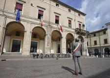 Rimini. '18 Marzo': bandiere a mezz'asta a palazzo Garampi   in omaggio alle vittime del Covid-19.