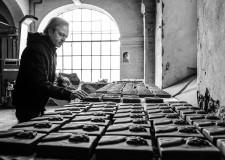 Modigliana. Anniversari. Idilio Galeotti e il grande pannello con 700 mattoncini sul Sommo Poeta.