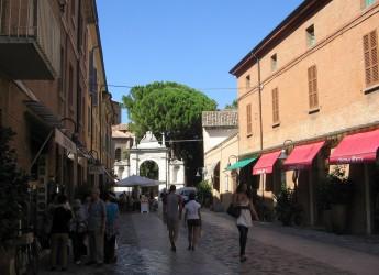Ravenna. Giro d'Italia 2021, la tomba di Dante per una notte ( l'8 di aprile) illuminata 'solo' di 'rosa'.