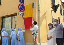 Ravenna. Nuove targhe toponomastiche di Anfietta in centro. Ben 13 opere nel  borgo San Rocco.