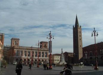 Forlì. Lavori pubblici. Restyling dell'impianto di illuminazione di piazza Saffi e piazzale della Vittoria.