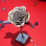 Rosa d'acciaio dell'artista Moro a Bellaria