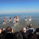tuffo in mare a Riccione, il primo gennaio 2012