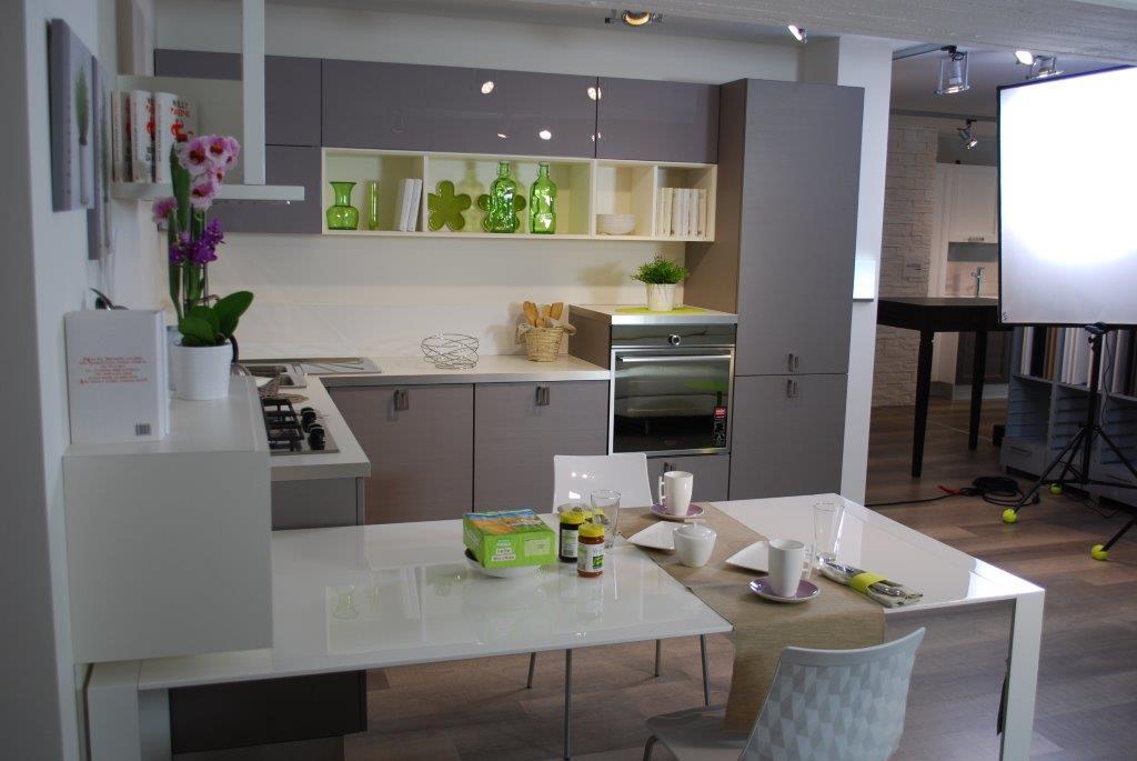 Le cucine lube del concept store di cesena nel nuovo - Immagini cucine lube ...
