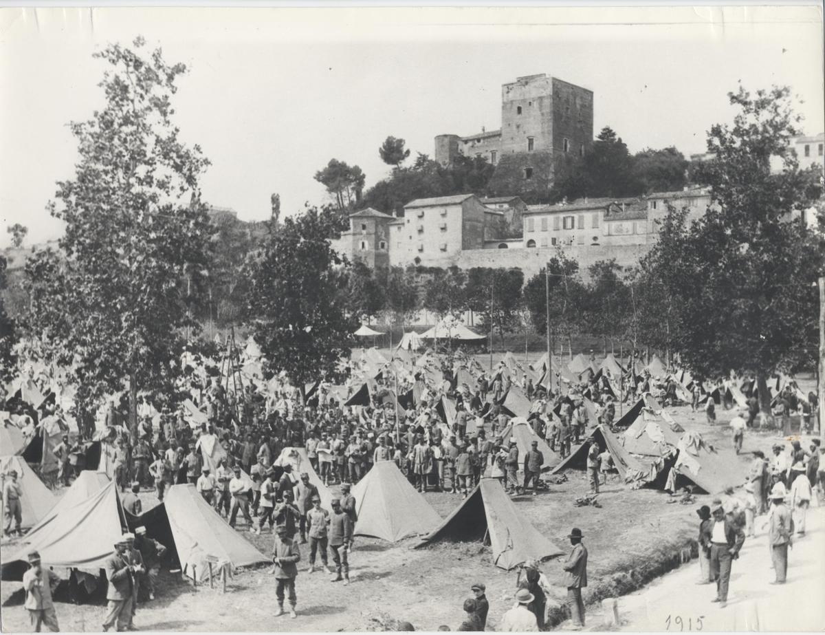 Agosto 1914 - Manovre militari, accampamento del 27° reggimento fanteria nel campo della fiera - collezione Alfonso Marchi_rid